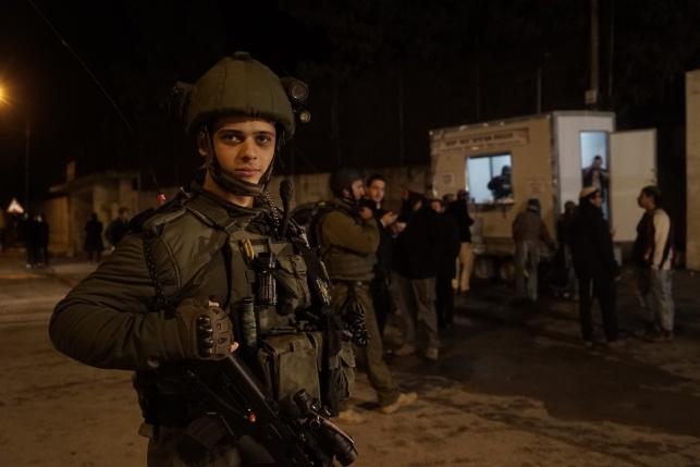 חייל מאבטח כניסת מתפללים לשכם, ארכיון