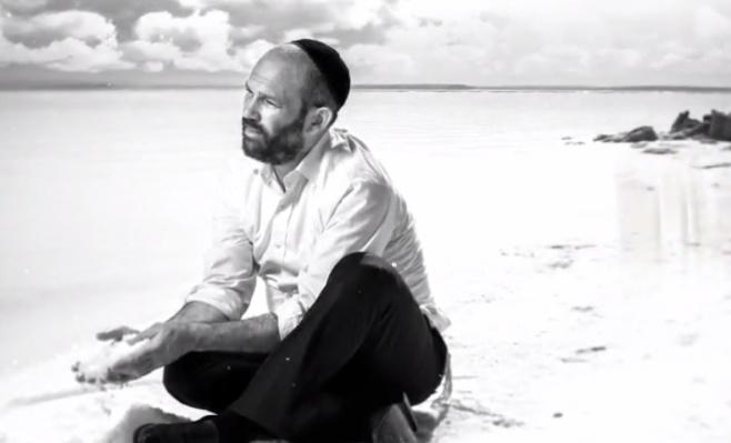 """""""מקום בלב"""" - הזמר יונתן רזאל בסינגל חדש"""