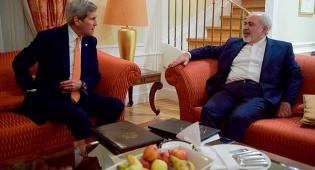 """שר החוץ של איראן מוחמד זריף ושר החוץ של ארה""""ב ג'ון קרי - היסטוריה בווינה: הסנקציות מעל איראן הוסרו"""