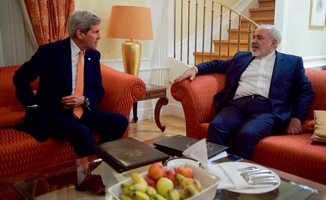 """שר החוץ של איראן מוחמד זריף ושר החוץ של ארה""""ב ג'ון קרי"""