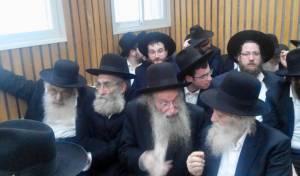 """הרבנים באולם ביהמ""""ש"""