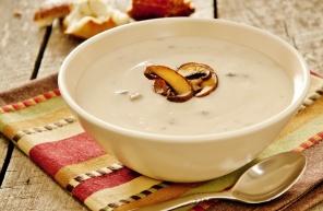 להכין בבית, להרגיש במסעדה: מתכון למרק פטריות מוקרם עשיר