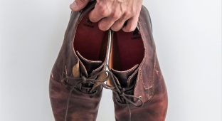 כך מונעים ריח רע מהנעליים