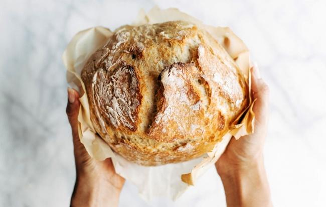 לחם ביתי זהוב ופריך ללא לישה