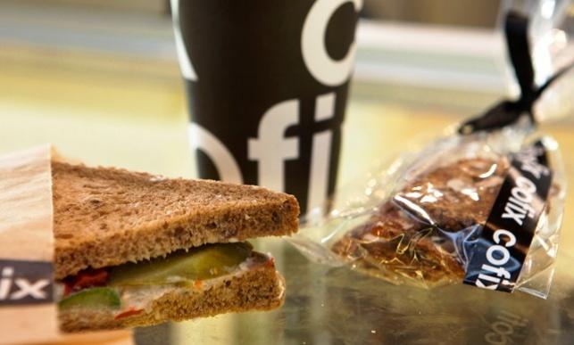 היסטריה בתל-אביב: חרדי מוכר קפה