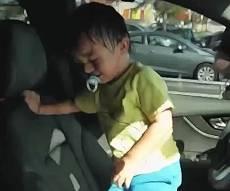 ברגע האחרון: בן שנתיים חולץ מרכב נעול. תיעוד