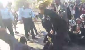 השוטרת הטיחה את הנער על הכביש • צפו