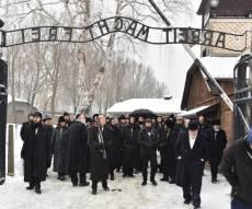 מסע הקודש של חסידי ספינקא לפולין • צפו