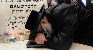 גלריה: הרבי מצאנז עלה לציון אביו