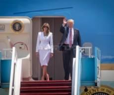 הזוג הנשיאותי בפתח המטוס - התעכבו בגלל טראמפ, תבעו וזכו בפיצוי של אלפי שקלים