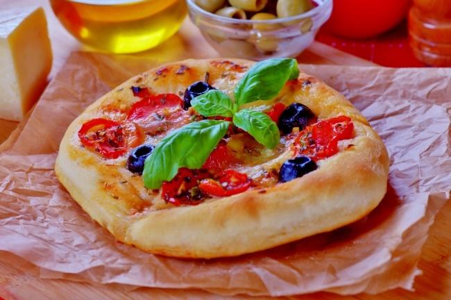 פוקצ'ה איטלקית ביתית עם ירקות