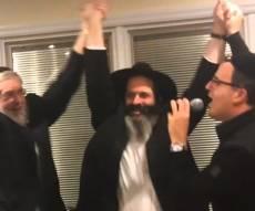 שוואקי ורובשקין - החגיגה נמשכת: יעקב שוואקי שר עם רובשקין