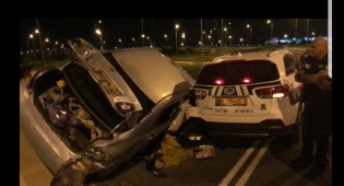 פורצים ניגחו ניידת, ניסו לדרוס שוטר ונעצרו