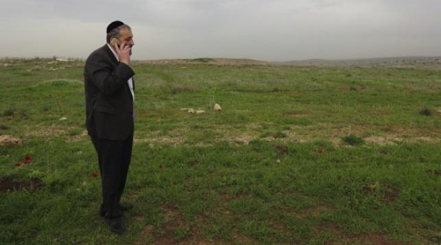 אריה דרעי בסמוך לעיר אלעד