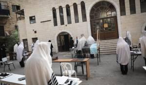 תקופת הקורונה: כך מתפללים בקרלין • צפו