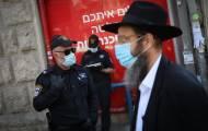 הערב, בירושלים, שוטרים מפקחים על עטיית מסכות