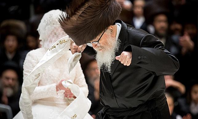 סקווירא-ויז'ניץ: חתונת הנכדה • צפו