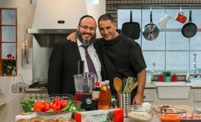 עמי מימון ואבי לוי במטבח - מהשבוע: מבשלים בכיכר עם אבי לוי