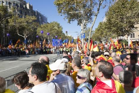 מפגינים קטלוניים השבוע - מדריד: צו מאסר כנגד שמונה שרים קטלונים