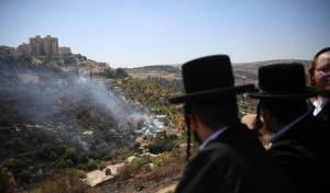 הלהבות עצרו מטרים מבית הכנסת העתיק