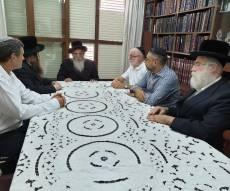 """הרב רובין חתם על תמיכה באגו""""י ברחובות"""