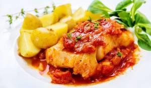 בקלה (דג קוד) ברוטב עגבניות ותימין עסיסי - לגזור ולשמור: רוטב אדום עסיסי לדג