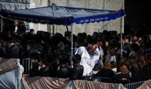"""אלפי חסידים בחופת נכד האדמו""""ר מגור. צפו"""