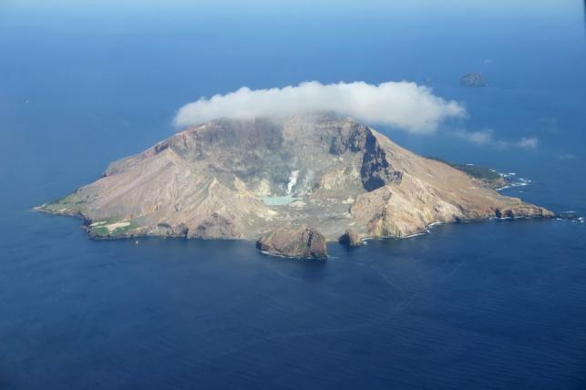 """הר הגעש """"האי הלבן"""""""
