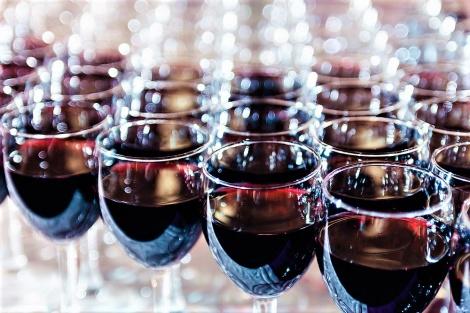 אילוסטרציה - נחשף: זה מה שמסתתר ביין ובמיץ ענבים