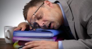 מתקשים ללכת לישון בזמן? יש לנו פתרון