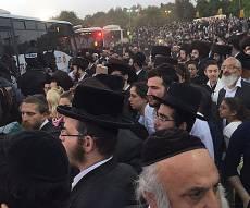 האוטובוסים - עומדים - אוטובוסים נתקעו, אלפים צעדו רגלית • צפו