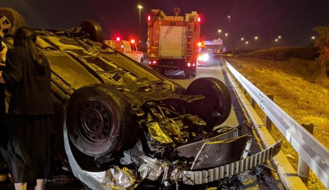 הרכב ההפוך בזירת התאונה