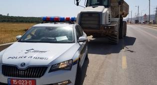 בן 17 נהג על משאית ענקית - ונתפס • צפו