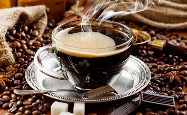 האם קפה שחור באמת עוזר לירידה במשקל?