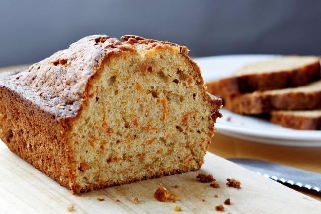 עוגת גזר עסיסית עם אגוזים ודבש