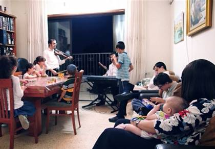 תיעוד מרגש: משפחה חרדית בימי ה'קורונה'