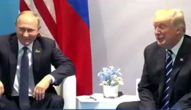טראמפ ופוטין נפגשים לפני כחודש בהמבורג - טראמפ בתגובה מפתיעה: 'אני מודה לפוטין'