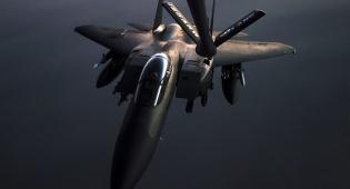 """מטוס של חיל האוויר האמריקני - קים מאיים בסרטון: """"נפציץ נושאות מטוסים"""""""