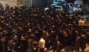 מסע הלוויה הלילה באשדוד - הילד שנפטר הובא למנוחות באמצע הלילה