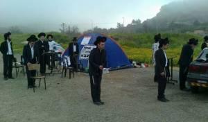 מחאת אוהלים בכניסה לכלא 6