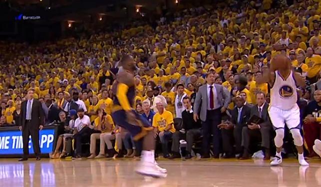 בגמר ה-NBA: קלע שלשה ללא נעל