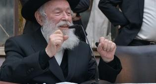הגאון רבי יצחק זילברשטיין - הרב זילברשטיין הרגיע את הנערה: החולצה חוסכת לך צער