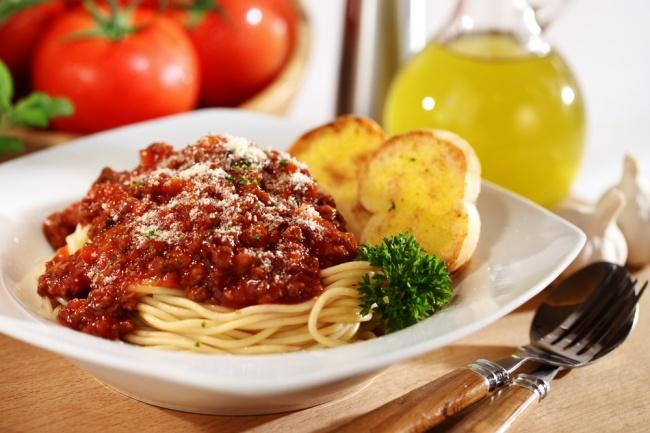 ספגטי עשבי תיבול ועגבניות