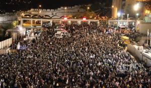 מרגש: עשרות אלפים בסליחות בכותל • צפו