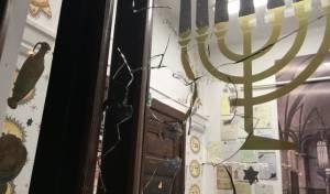 הנזק שנגרם לחלון בית הכנסת