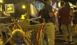 ניסיון דריסה; מפגינים פרצו את הקפסולות