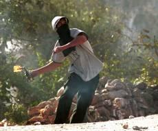 """צפו: המסתערבים עצרו את מיידי הבק""""תבים"""