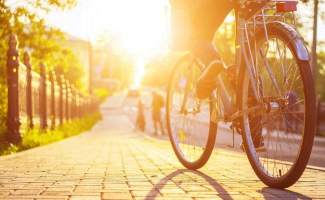 מה היא אחריות נהג ורוכב אופניים בנזיקין?