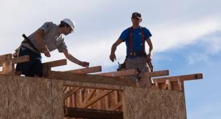 מה דין תוספות בניה על הגג או בחצר?