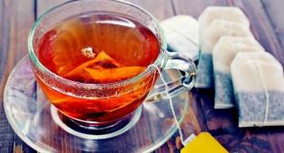 תה. חומר ניקוי יעיל במיוחד, מסתבר - 9 חומרי ניקוי מוזרים אך יעילים לבית